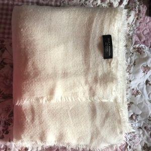 Zara Soft Blanket Scarf Size M